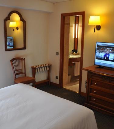 Habitación doble con baño Hotel Mercure Andorra